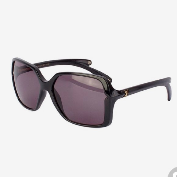 e99d741ce8 Louis Vuitton Accessories - Louis Vuitton Resin Frames Flore Carre  Sunglasses